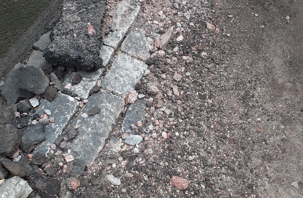 фото ЗакС политика Градозащитники требуют вернуть историческое мощение во двор дома-памятника в Коломне