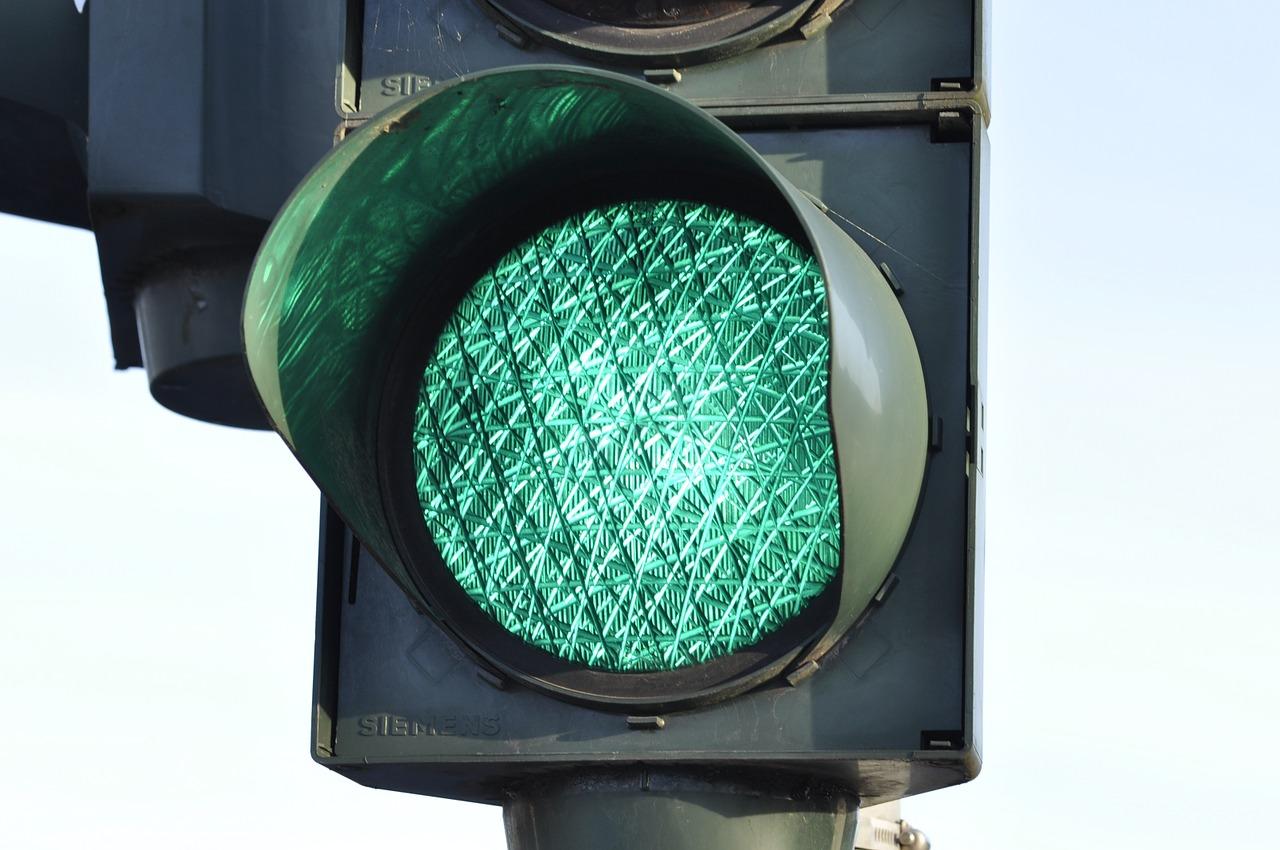 """фото ЗакС политика В Кудрово пообещали поставить первый """"умный"""" светофор на территории Ленобласти"""