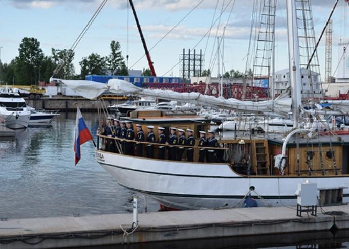 фото ЗакС политика В порту Приморска на трое суток задержали португальский танкер