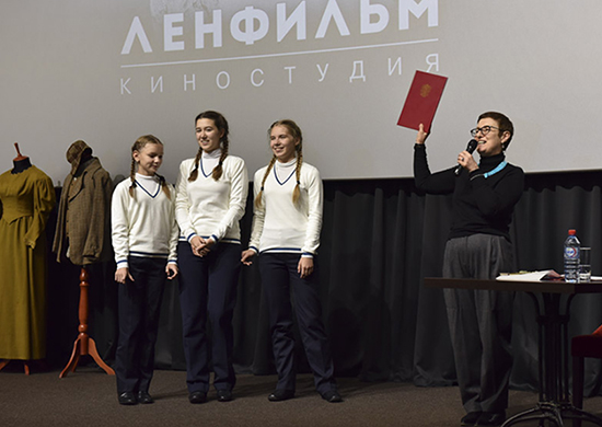 """фото ЗакС политика """"Ленфильм"""" заплатит 620 тысяч рублей за дерево, упавшее на чужой автомобиль"""