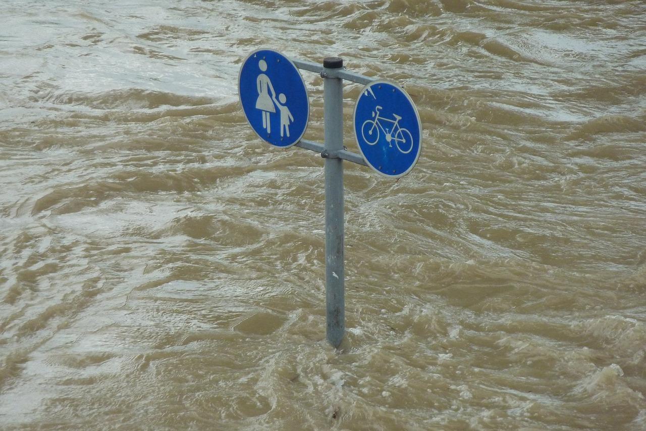 фото ЗакС политика Из-за паводка прервалось железнодорожное сообщение с Мурманском