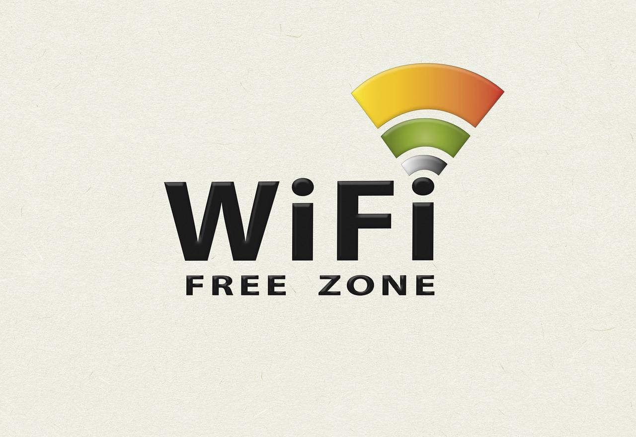 фото ЗакС политика В Карелии для борьбы с пандемией отключат Wi-Fi в торговых центрах