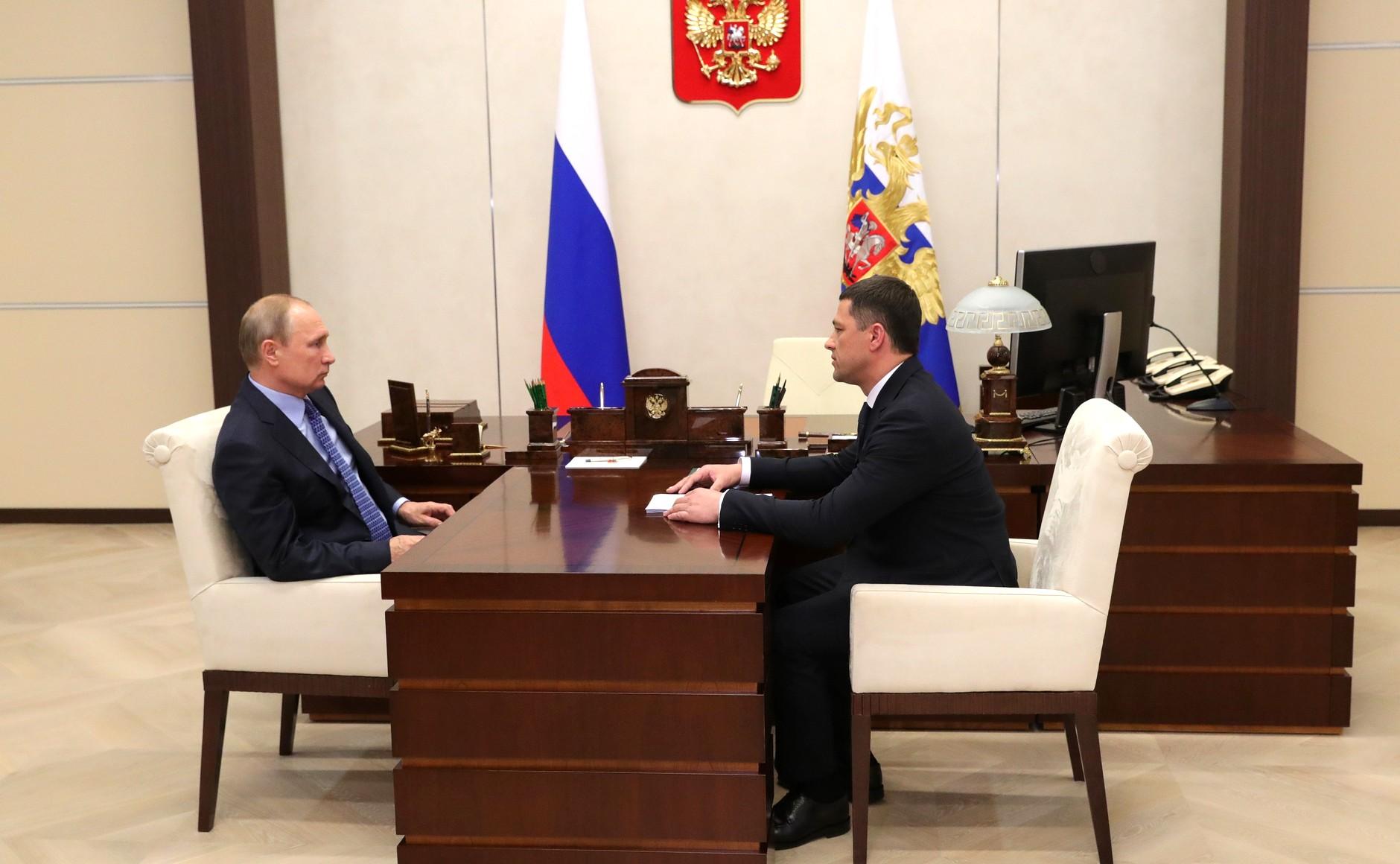 фото ЗакС политика Псковский губернатор самоизолировался после общения с коронавирусными больными