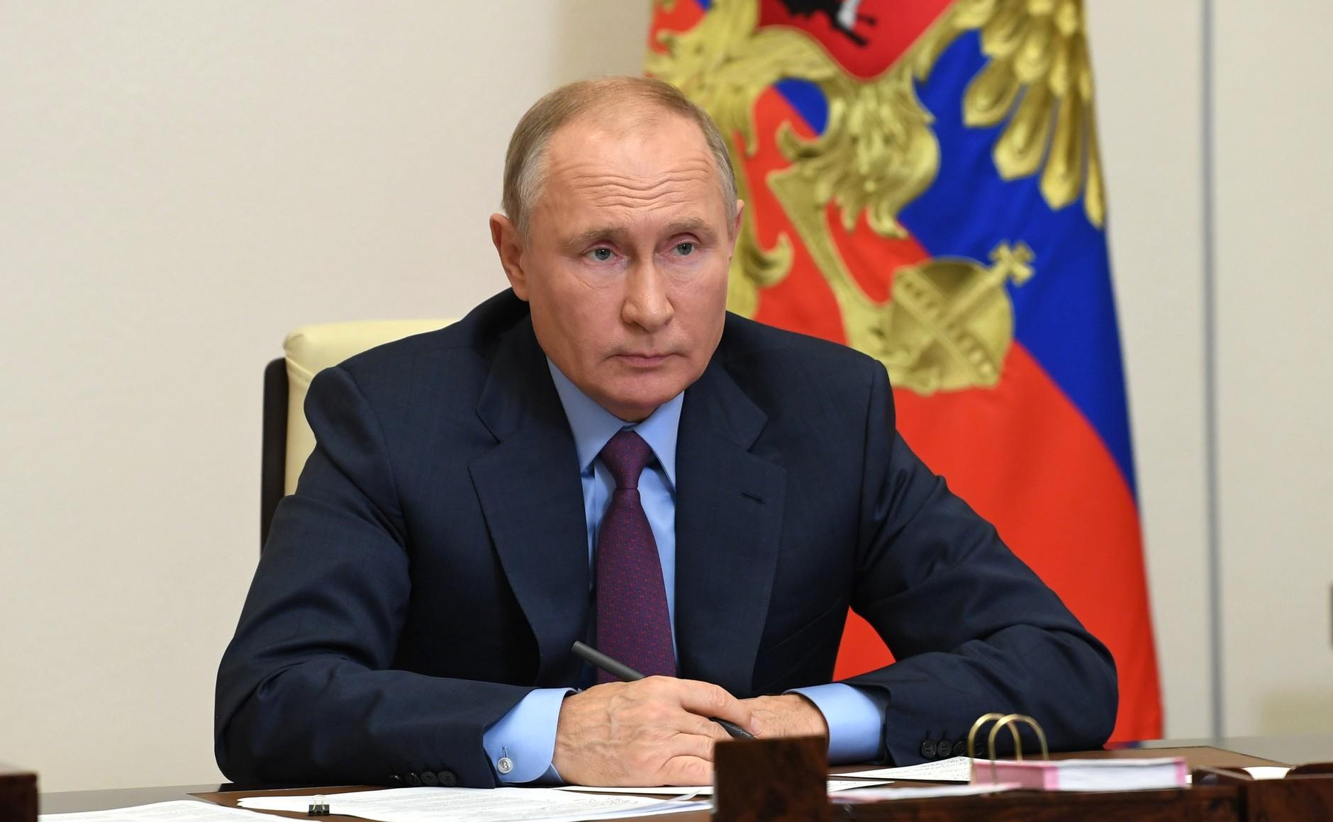 фото ЗакС политика Путин подписал закон, позволяющий ему обнулить президентские сроки