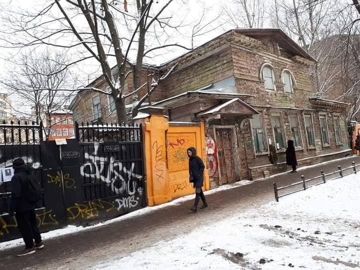 фото ЗакС политика На Васильевском острове создали мемориал у блокадной аптеки