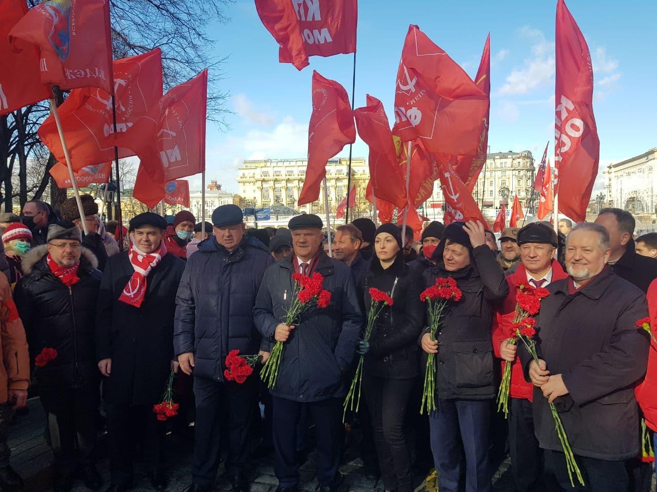 фото ЗакС политика Московские левые силы провели уличную акцию в годовщину смерти Сталина