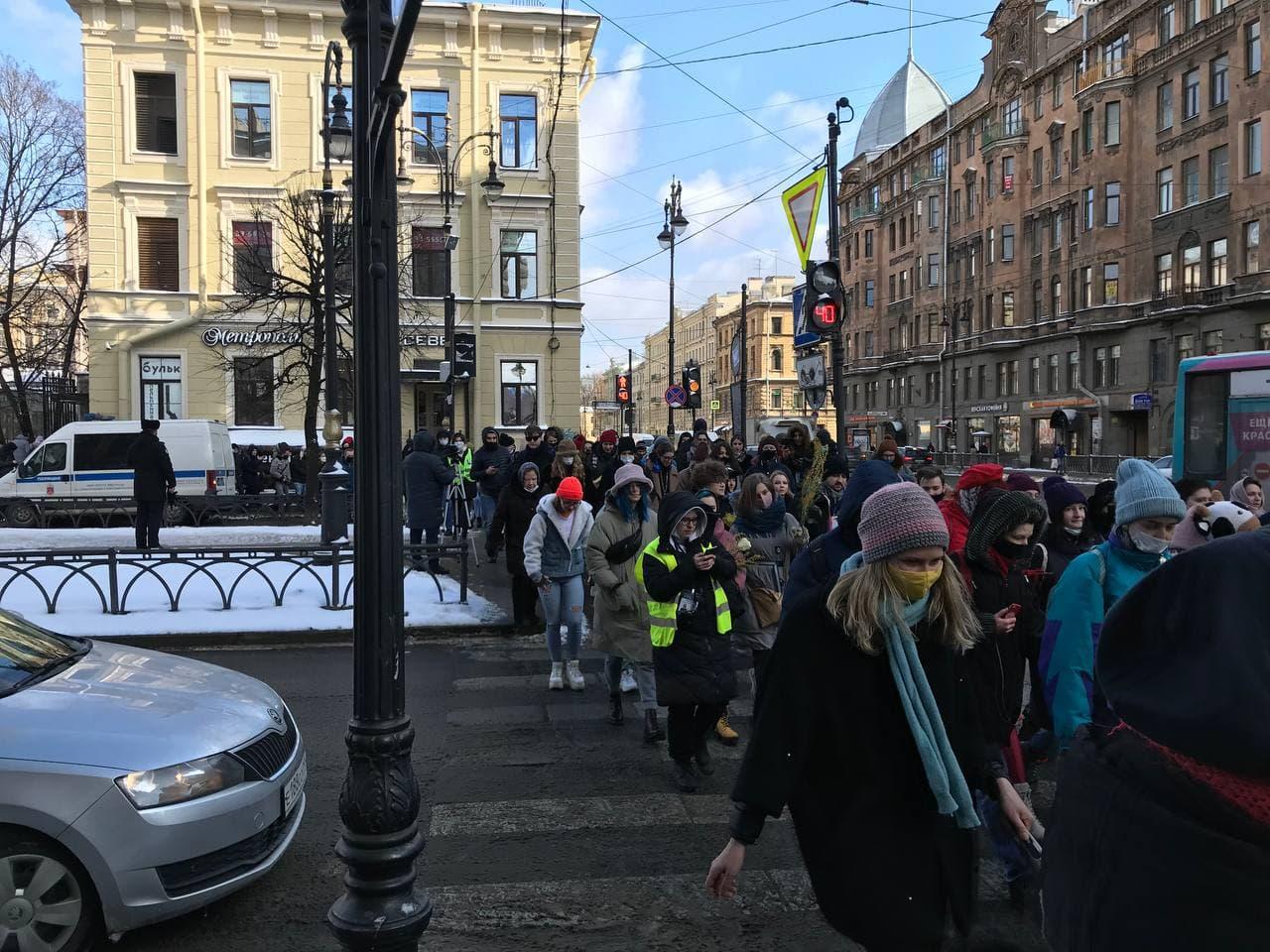 фото ЗакС политика Фемактивистки начали шествие в часть 8 марта