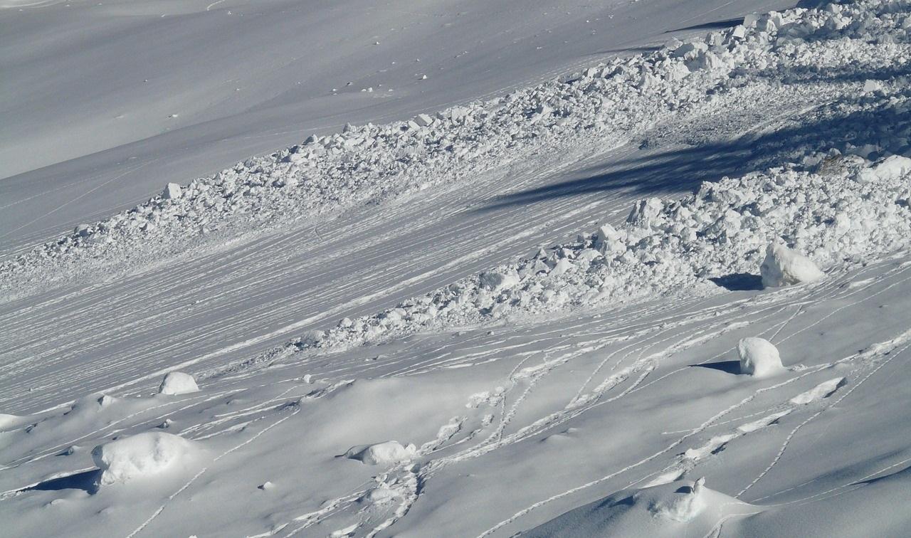 В Мурманской области сошла лавина, под снегом ищут туристов
