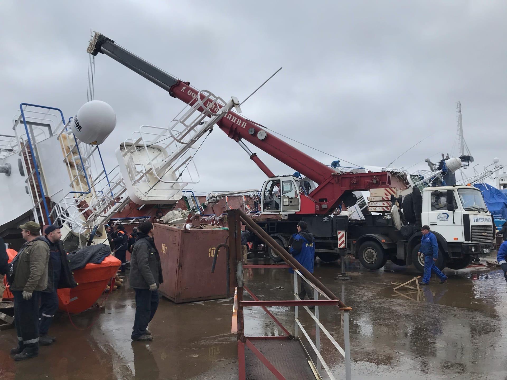 фото ЗакС политика СК и прокуратура занялись инцидентом с перевернувшимся судном в Ленобласти
