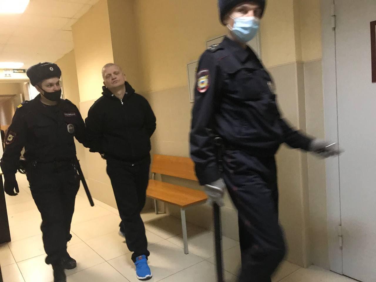 фото ЗакС политика Суд приговорил обвиняемого в нападении на омоновца на акции 31 января Туганкова к 1 году колонии-поселения