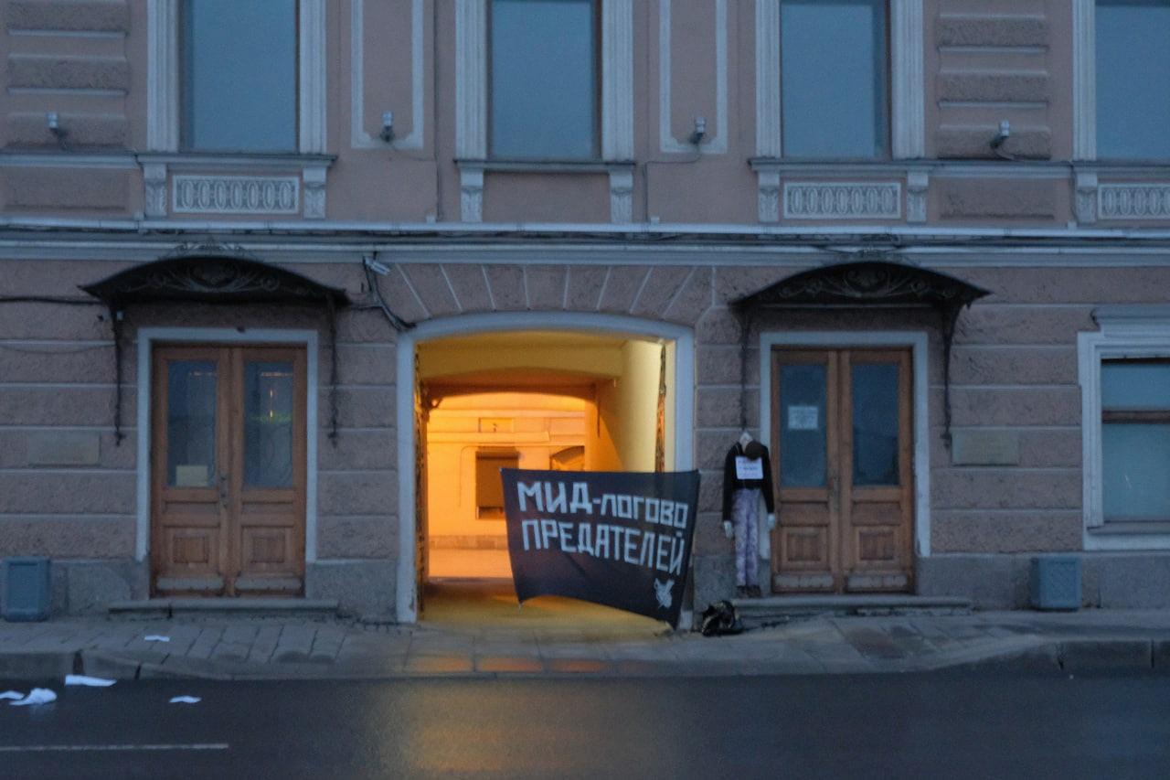 фото ЗакС политика Петербургские лимоновцы выразили протест против политики МИД