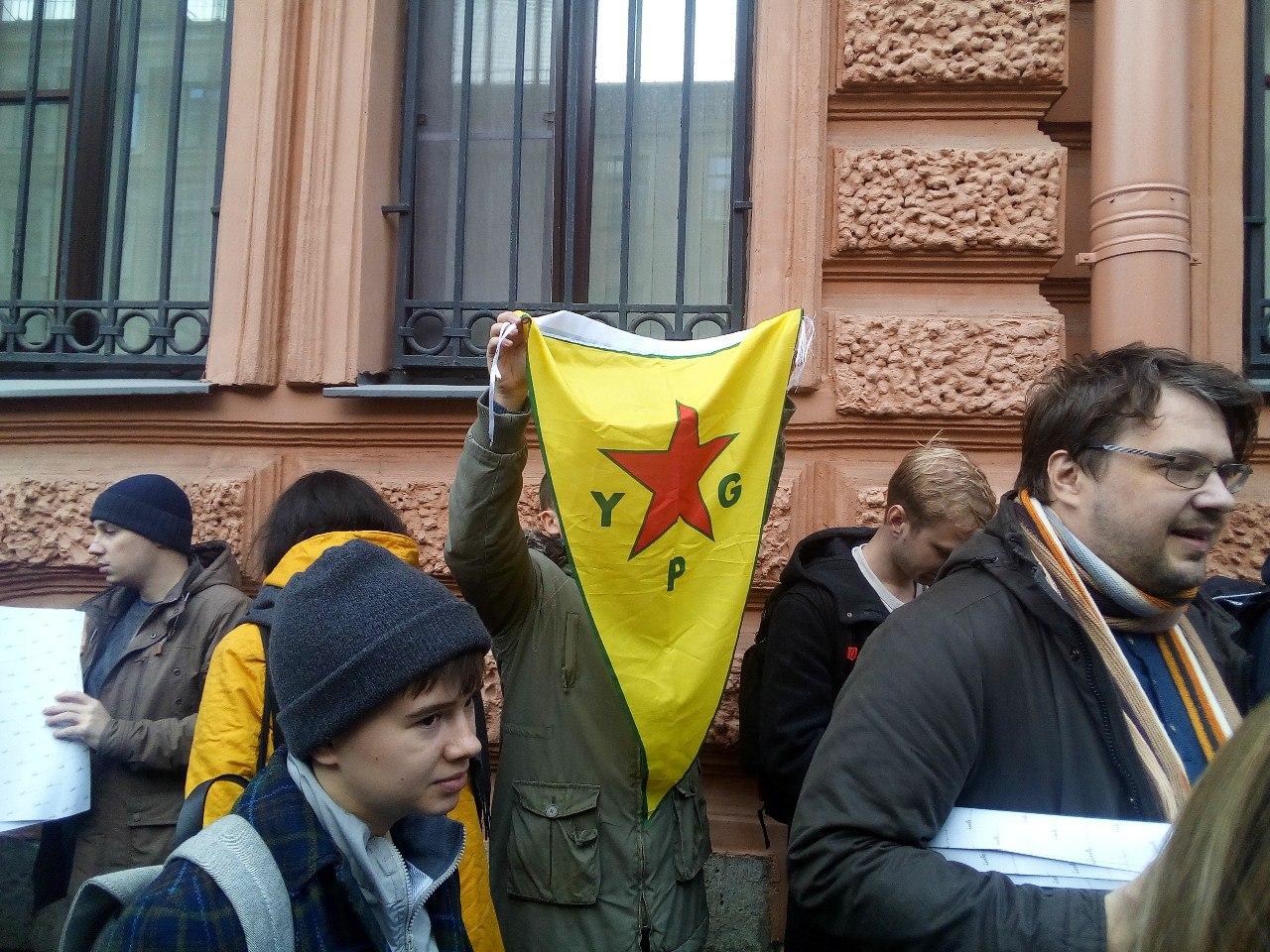 Задержанного у турецкого консульства активиста отпустили без протокола