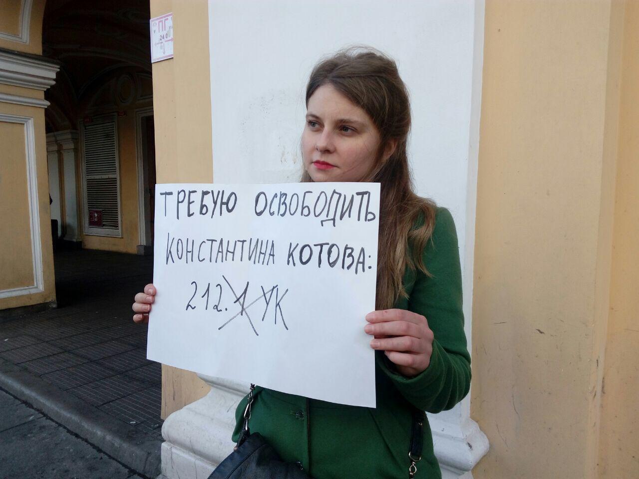 Пикеты в поддержку политзаключенных проходят у Гостиного двора