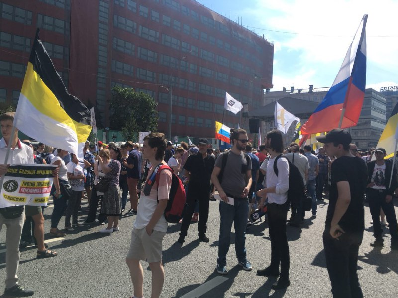 КПРФ vsНавальный: 2-ой митинг против пенсионной реформы уступил появке коммунистам