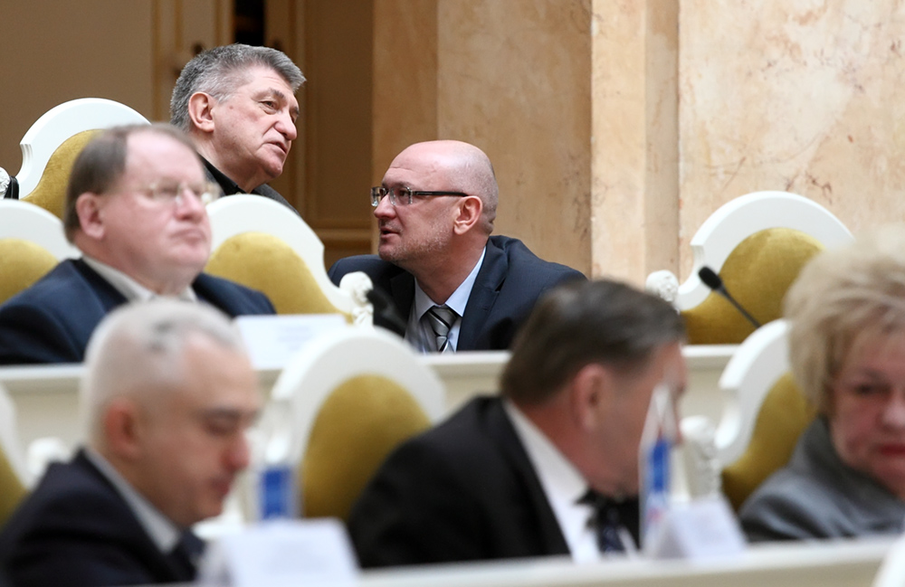 фото ЗакС политика Суд отложил основное заседание по иску Резника к учредителю СМИ