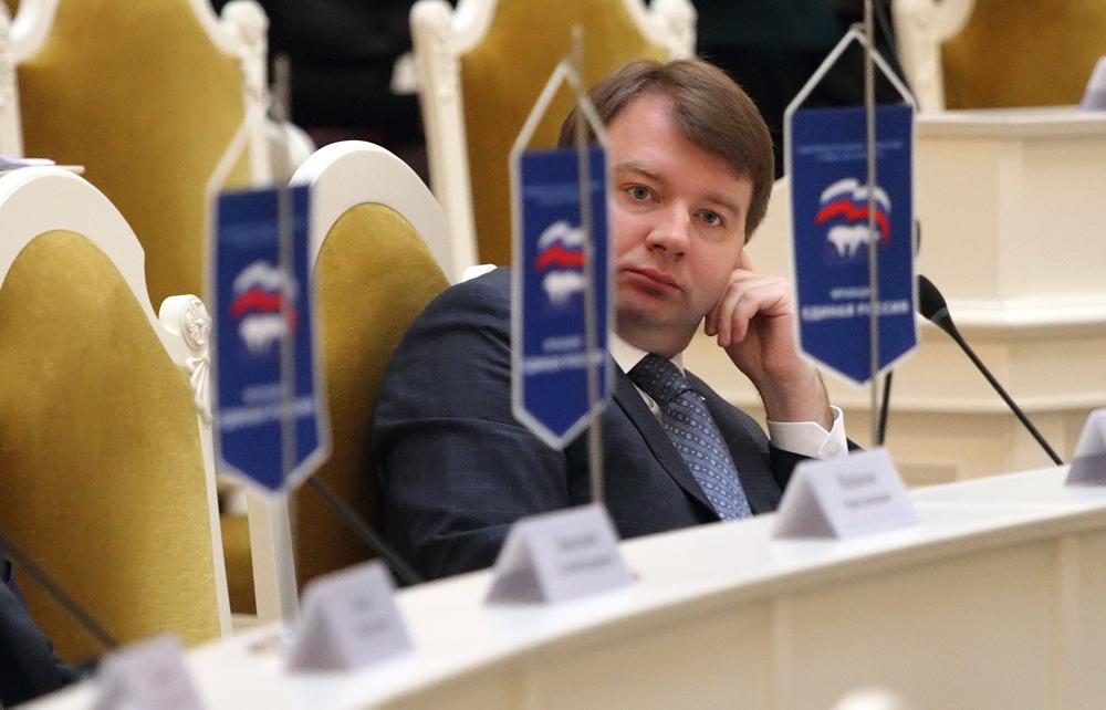Петербургские единороссы предложили без очереди зачислять в школы детей судей и прокуроров