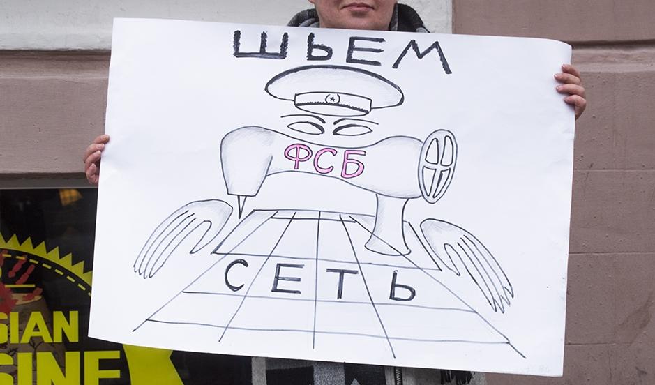 """фото ЗакС политика На митинге против дела """"Сети"""" зачитали обращение Филинкова"""