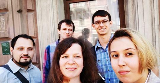 """фото ЗакС политика Петербургскую активистку освободили от штрафа за одиночный пикет в поддержку фигурантов дела """"Сети""""*"""