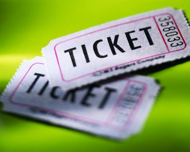 фото ЗакС политика СМИ: Муниципалы закупают билеты на концерты для жителей по завышенной стоимости