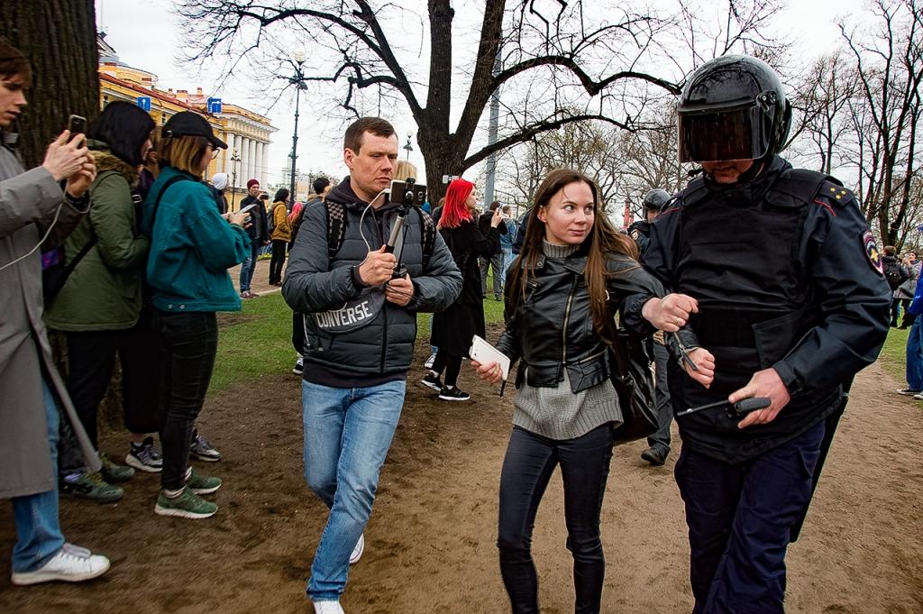 фото ЗакС политика Петербургский суд отклонил апелляцию по делу о вытоптанных газонах на акции протеста