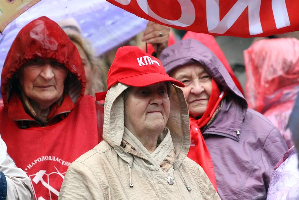 фото ЗакС политика Смольный не разрешил КПРФ первомайское шествие по Невскому проспекту