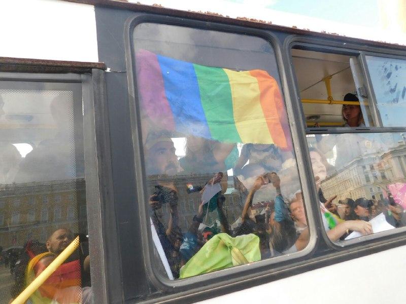 Суд подтвердил отказ Смольного согласовывать ЛГБТ-прайд в Петербурге