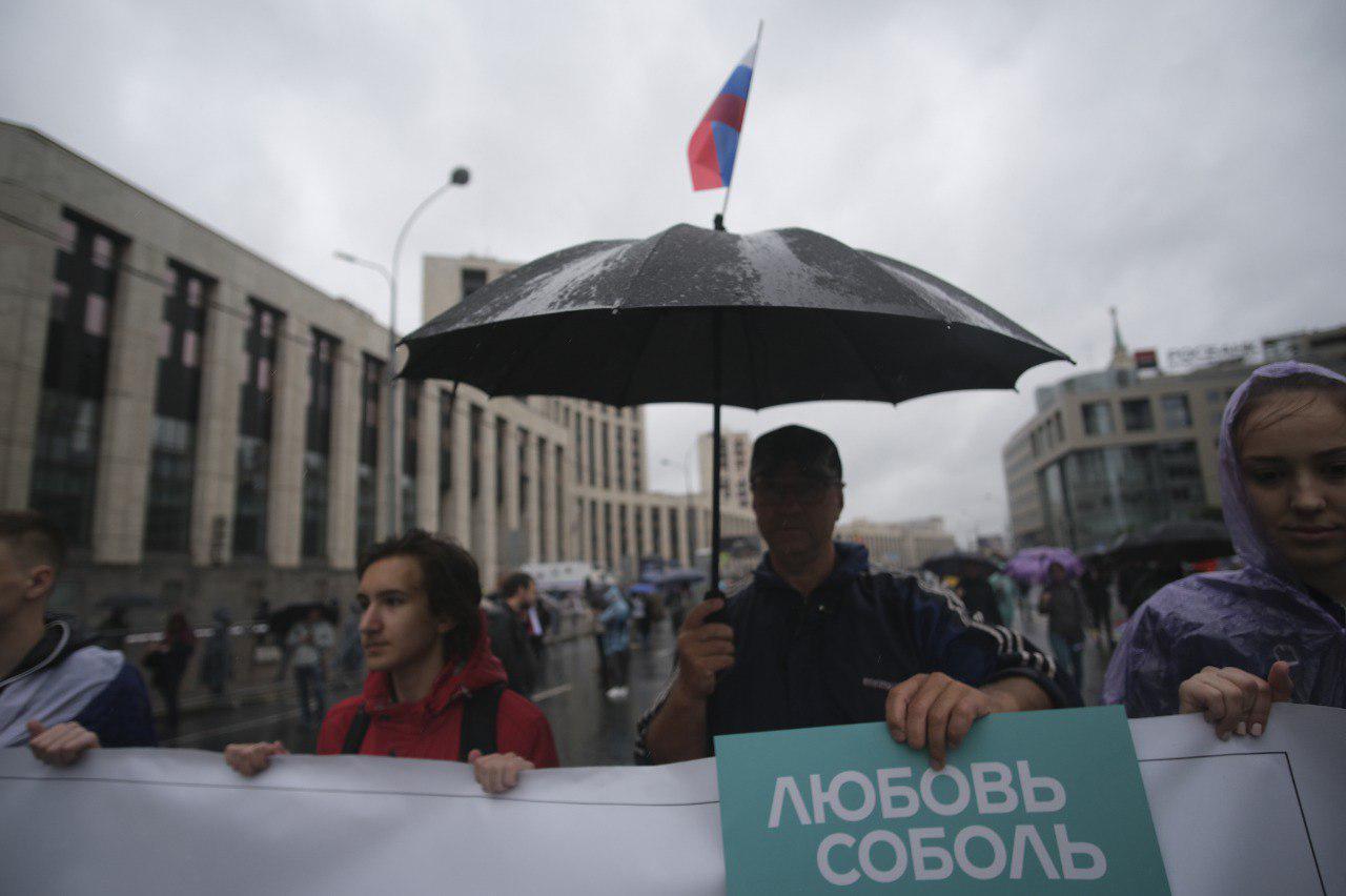 """фото ЗакС политика Парфёнов, """"Кровосток"""" и картонные Гудков, Жданов, Яшин замечены среди гостей столичного митинга"""