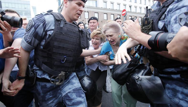 Из отделов полиции Москвы отпущены почти все задержанные на шествии в поддержку Голунова