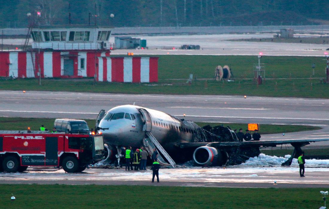 """фото ЗакС политика Авиакатастрофа в Шереметьево: при аварийной посадке загорелся самолет """"Аэрофлота""""; погиб 41 человек"""