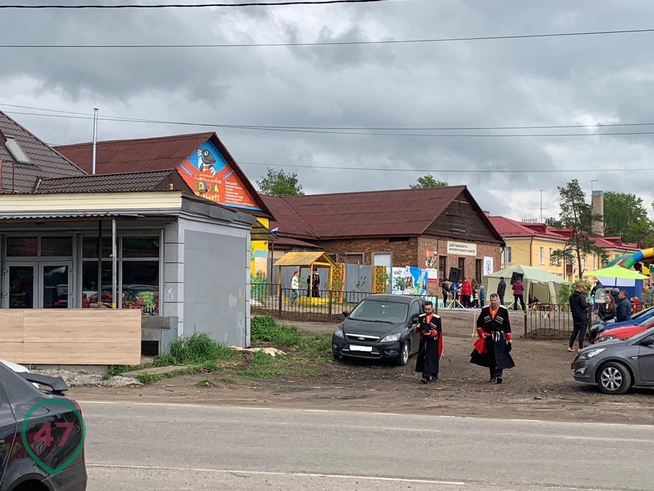 """фото ЗакС политика СМИ: Праймериз """"Единой России"""" в Токсово проходил с водкой и казаками"""