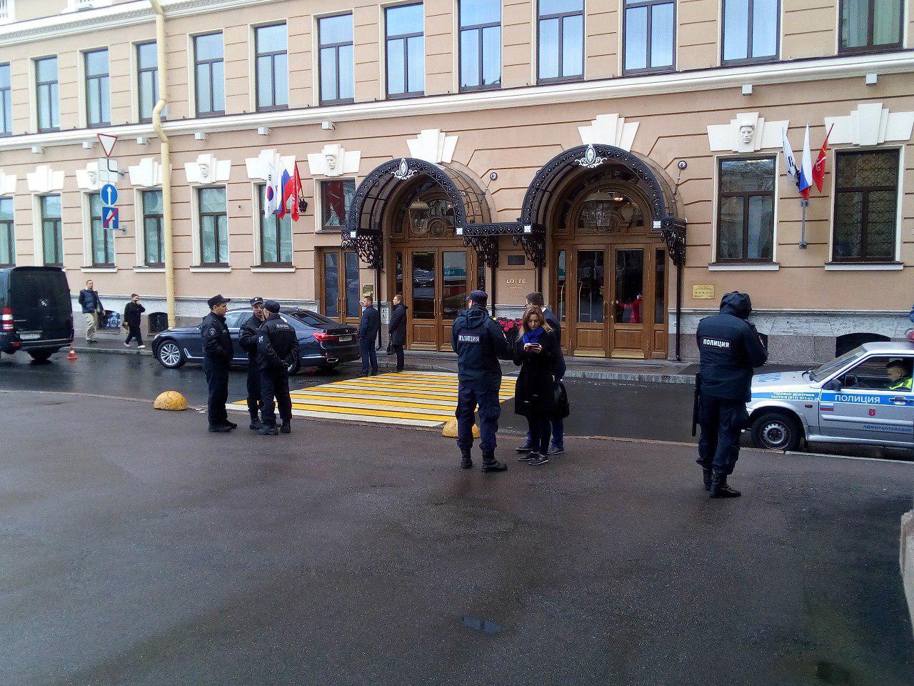 фото ЗакС политика В Мариинском дворце готовятся к инаугурации Беглова: вокруг полиция и ОМОН