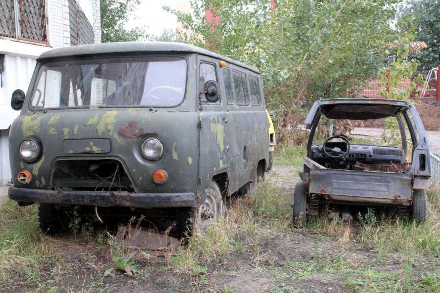 фото ЗакС политика Хозяевам разукомплектованных автомобилей сократят срок вывоза машин зимой