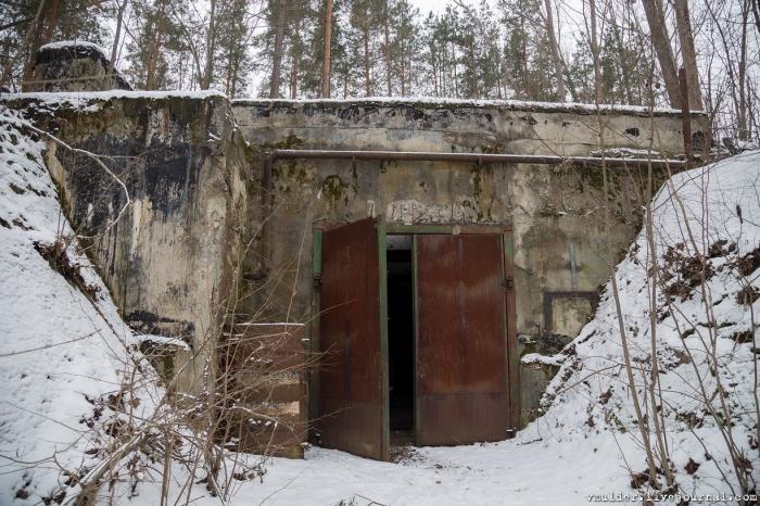 фото ЗакС политика Baza: В Подмосковье обокрали засекреченный бункер правительственной связи