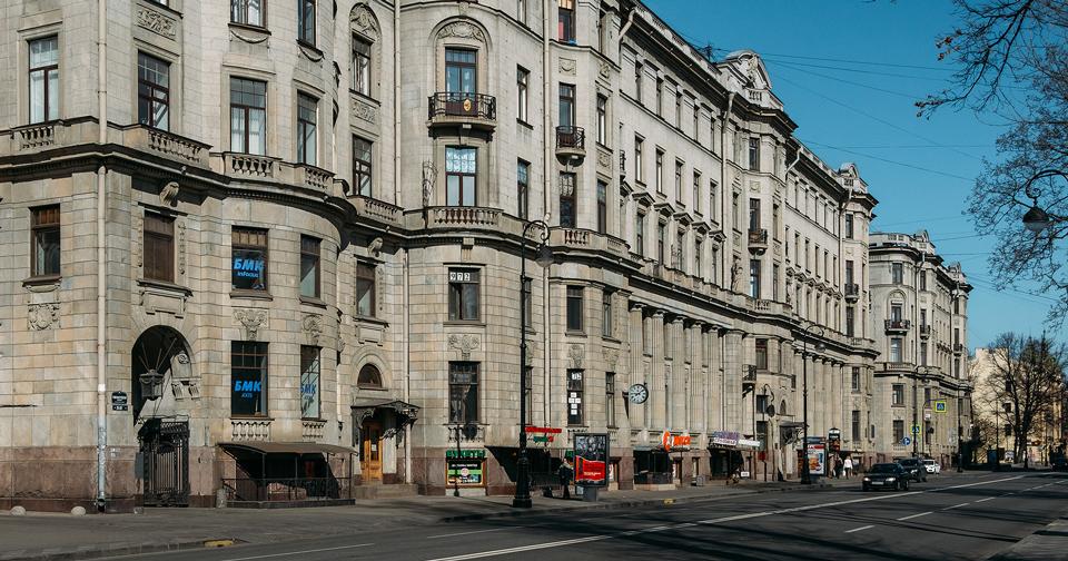 фото ЗакС политика Дом на Каменноостровском, где жил Киров, незаконно изуродовали сайдингом
