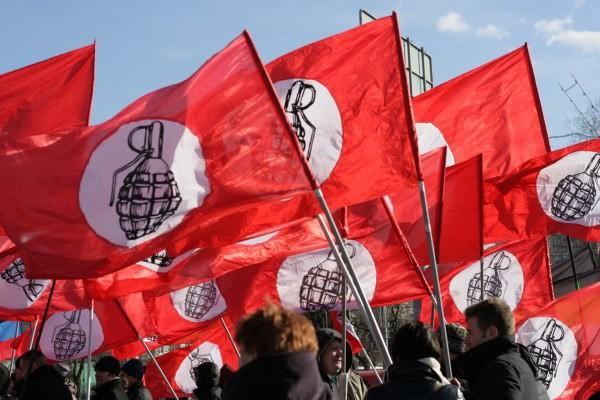 фото ЗакС политика Другороссы митингуют у стен генконсульства Латвии