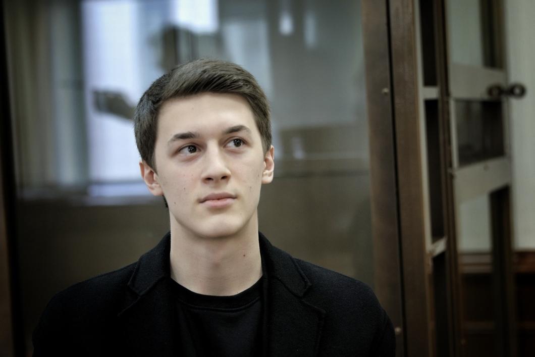 фото ЗакС политика Егор Жуков останется с условным сроком, но ему вернут изъятых лягушек и флаг