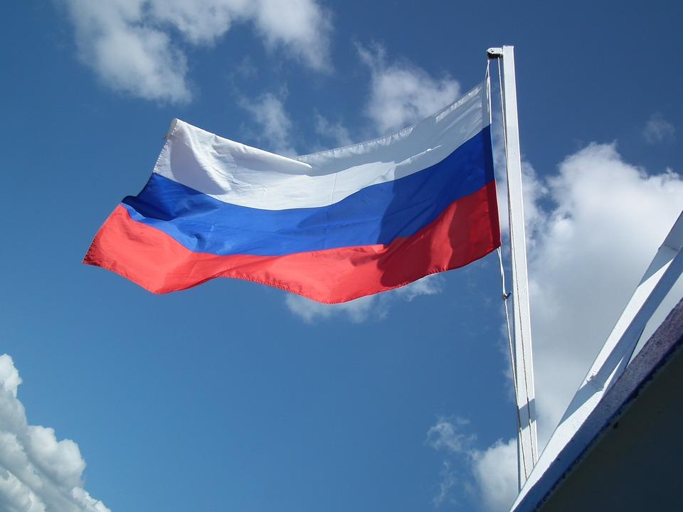 фото ЗакС политика ВЦИОМ: Не все россияне могут в верном порядке назвать цвета российского флага