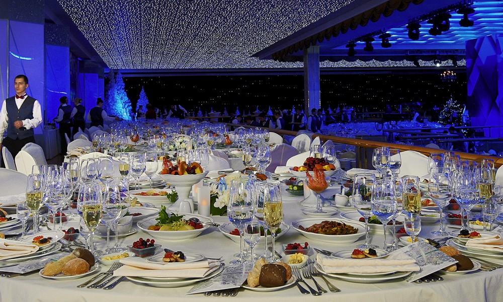 фото ЗакС политика Управделами мэра Москвы потратит 29 млн рублей на фуршеты с элитными винами и коньяком