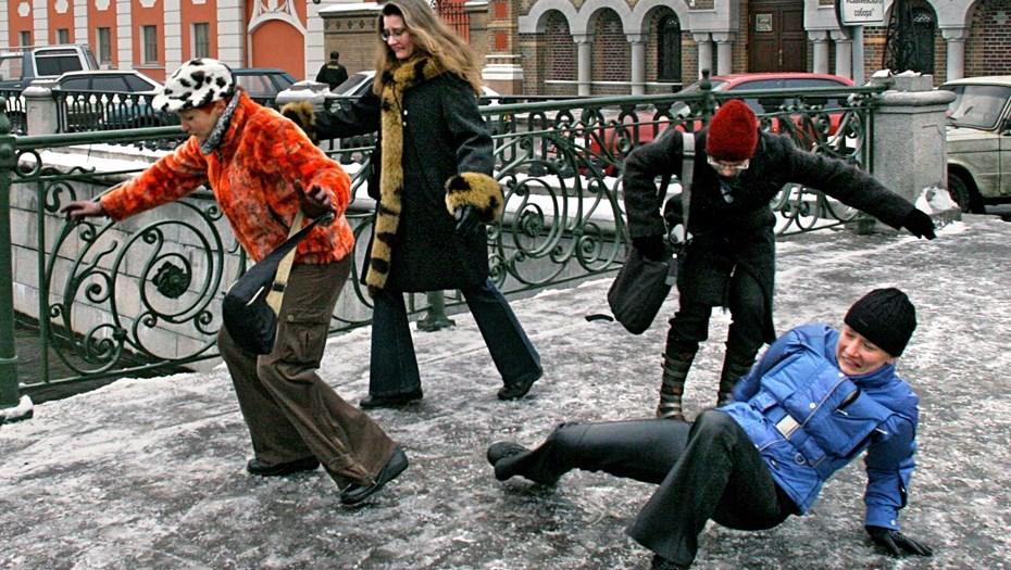 """фото ЗакС политика Петербуржец, ставший инвалидом из-за неубранной на остановке наледи, засудил """"Горэлектротранс"""""""