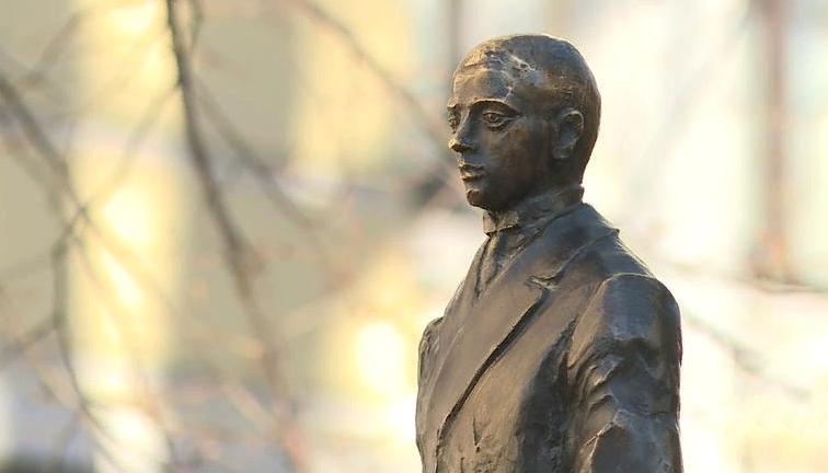 фото ЗакС политика Памятник Гумилёву открыли на территории университета им. Герцена