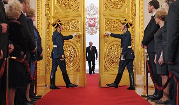 """фото ЗакС политика Bloomberg: Путин специально организовал """"дымовую завесу"""" вокруг Конституции, чтобы """"обнулиться"""""""