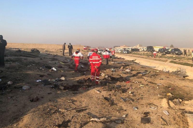 фото ЗакС политика Зеленский встретил спецборт с телами погибших в авиакатастрофе в Иране украинцев