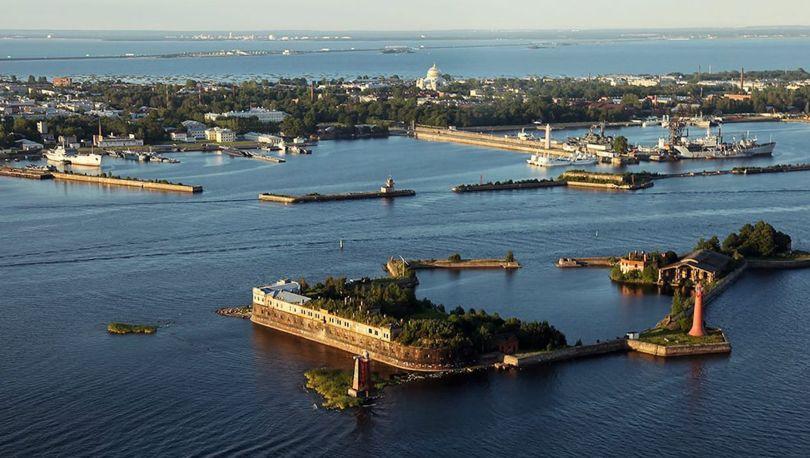 фото ЗакС политика В Кронштадте откроют порт для приёма круизных лайнеров