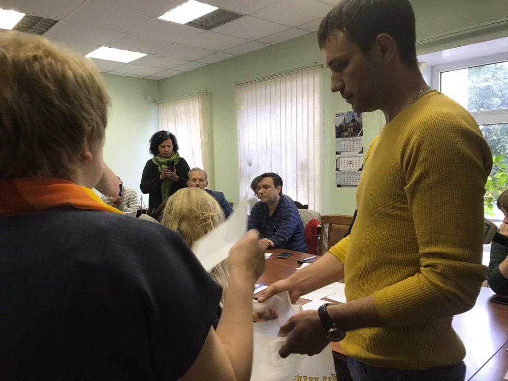 фото ЗакС политика По жеребьевке мандат в МО «Литейный округ» получил «яблочник»
