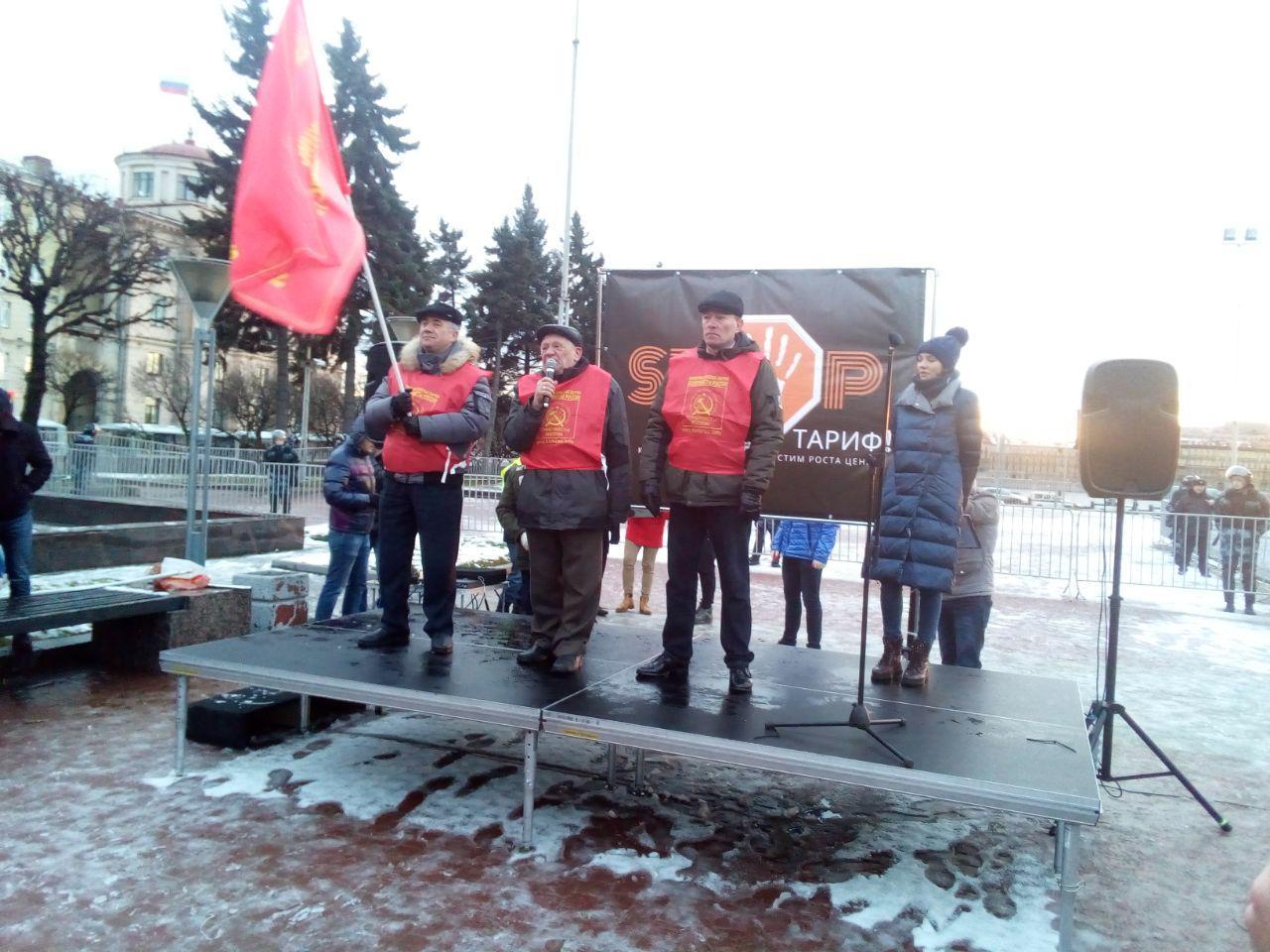 фото ЗакС политика В бывшего губернатора Камчатской области кинули снежком на митинге в Петербурге