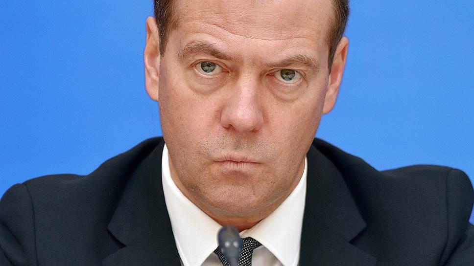 """фото ЗакС политика Медведев вновь обрушился с критикой на """"Роскосмос"""""""