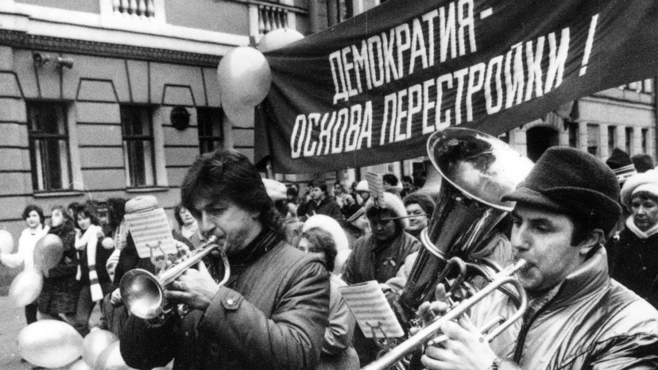 фото ЗакС политика ВЦИОМ: 25% граждан России уверены, что они - жертвы перестройки