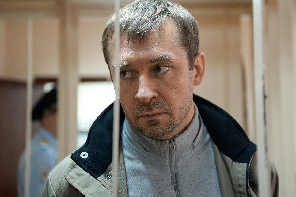 фото ЗакС политика Гособвинение требует 15,5 лет колонии строгого режима для полковника Захарченко