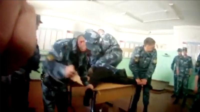 фото ЗакС политика Пытаемого в ИК-1 Ярославля Евгения Макарова отправили под арест