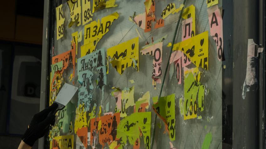 фото ЗакС политика Единороссы предложили штрафовать УК и ТСЖ Петербурга за неочищенные от рекламы фасады домов